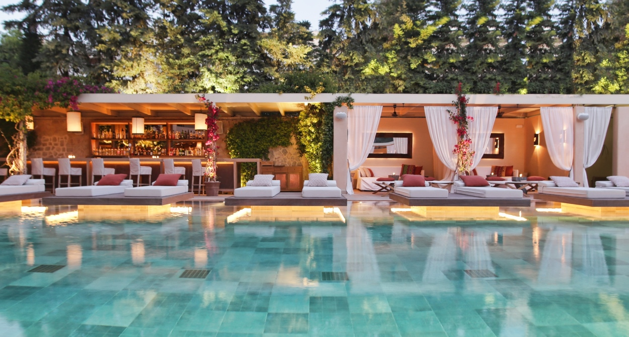 Pool & Cabanas 1249