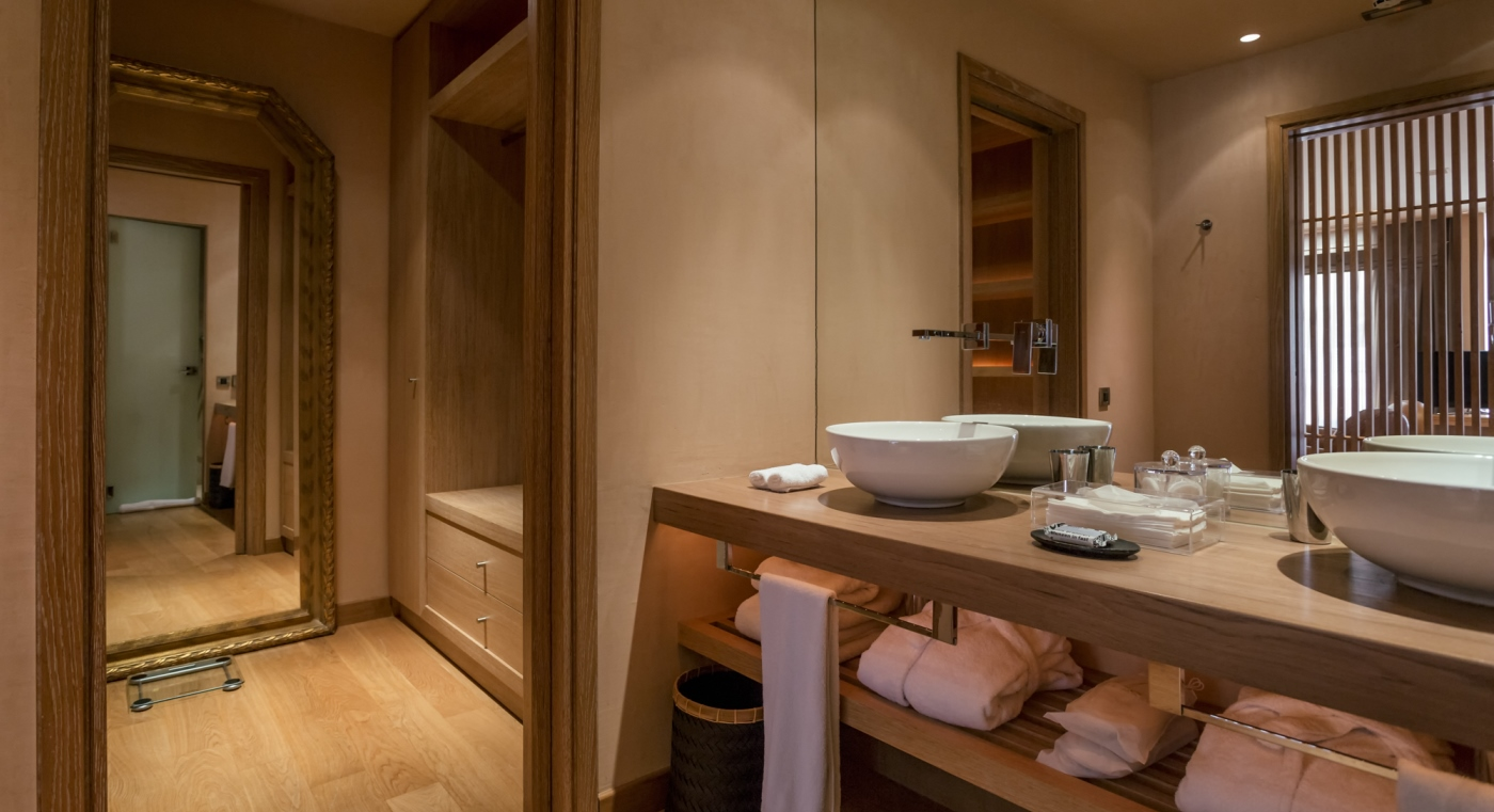 Grand Terrace Bathroom